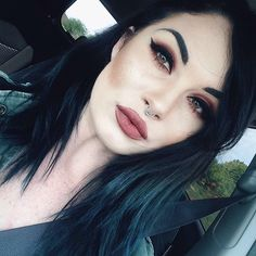 ugh all these kylie jenner looking bitches its gettting annoying stop having the same hair dammit but the lip color is niceee