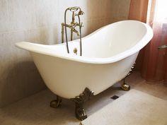 Det klassiske badekaret med løveføtter er stadig like populært! #flisekompaniet