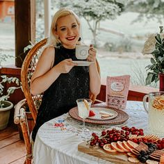 Make your coffees worth every sip with @leanercreamer amazing creamer collection!! My go-to is their Birthday Cake creamer - @hollybebe What's yours? 👇🏼