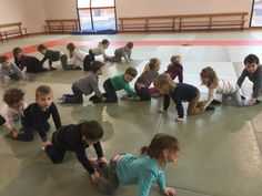 Jeux d'opposition - La maternelle de Vivi Activities For Adults, Gross Motor Activities, Games For Kids, Yoga For Kids, Exercise For Kids, Leadership Games, Zumba Kids, After School Care, Pe Lessons
