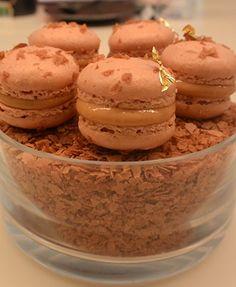 Autour du TOUT CHOCOLAT Egg Yolks, Biscotti, Macarons, Caramel, Cookies, Cream, Sweet, Desserts, Food