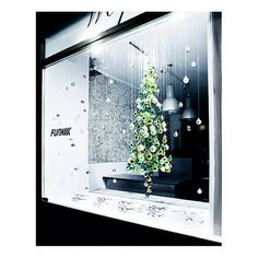 Hello Christmas! FUNK Optik Store Munich! Schellingstraße 18 | 80799 Munich | Germany #christmas #deko #weihnachten #funkoptikstore #funk #funkglasses #glasses #brillen #funkbrillen #munich #weihnachtskugeln #grün #schaufenster #dekoration