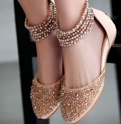 New Indian Bridal Shoes Blouses Ideas Zapatos Shoes, Shoes Heels, Bridal Shoes, Wedding Shoes, Bridal Footwear, Dream Wedding, Cute Shoes, Me Too Shoes, Fancy Shoes