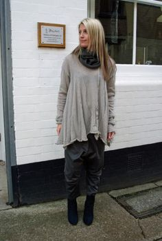 Keely is wearing losse #Rundholz #dog #jumper and khaki #green harems with a slight #gold shimmer paired with Lisa Tucci #shoes.