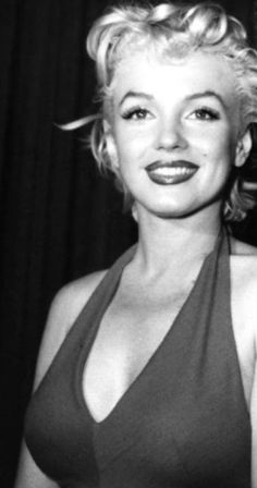 Marilyn Monroe about 1954 Marilyn Monroe Artwork, Norma Jean Marilyn Monroe, Hollywood Glamour, Hollywood Stars, Hollywood Actresses, Idda Van Munster, Norma Jeane, American Actress, Blond