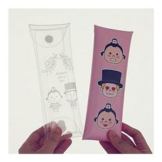 N.IVY Penguin loves mev folding pencil case (http://www.fallindesign.com/n-ivy-penguin-loves-mev-folding-pencil-case/)