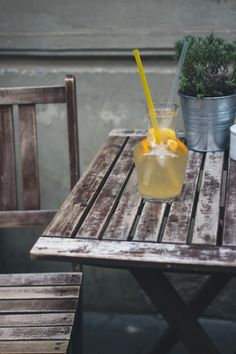 Orange lemonade at a wooden desk outside - FoodiesFeed Wooden Desk, Wooden Tables, Free Food Images, Thirsty Thursday, International Recipes, Food Pictures, Outdoor Tables, Lemonade, In This World