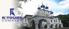 """Kolomensko- arhitekturni ansambl Kolomenskoje je bivša rezidencija ruskih careva, sagradjena 16-17. veka. Kao klasičan primer stare ruske arhitekture ansamblu pripada i hram Voznesenja iz 16. veka, sagrađen u ruskom """"palatočnom"""" stilu. U okviru parka Kolomenskoje se nalaze primeri stare ruske arhitekture 17-18. veka. http://www.rtours.rs/moskva-aranzmani/moskva-ekskurzije-i-transferi"""