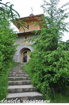 Manastirea Lepsa Romania Travel Destinations, Places To Go, Sidewalk, Mansions, House Styles, City, Home, Decor, Road Trip Destinations