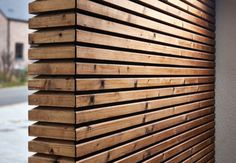 Nature Line STL Plato - Making use of nature's elements in it's own essence to produce modern yet organic and pure architecture. External Cladding, Wooden Facade, Building A Garage, Carport Designs, Hall Interior, Timber Cladding, Shade Structure, Organic Architecture, Garden Office