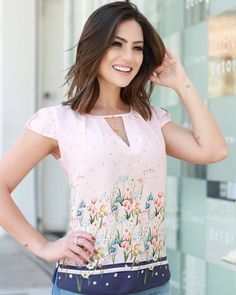 Shop V Notch Front Scallop Cap Sleeve Dolphin Hem Top online. SheIn offers V Notch Front Scallop Cap Sleeve Dolphin Hem Top & more to fit your fashionable needs. Fashion 2018, Retro Fashion, Womens Fashion, Blouse Styles, Blouse Designs, Dress Outfits, Fashion Dresses, Business Casual Attire, Clothes Crafts
