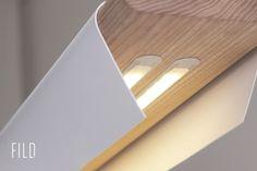 Estas lámparas, de la colección Fild, son diseños donde comparten importancia la madera con el metal. La enorme simbiosis de ambos materiale...