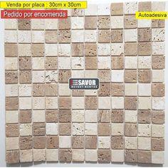Decore paredes usando pastilhas adesivas, prontas para instalação.