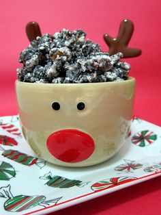 Peppermint Oreo Popcorn. What a great little party snack!! Also, the presentation is just so cute. I will have to try this for my next get together.
