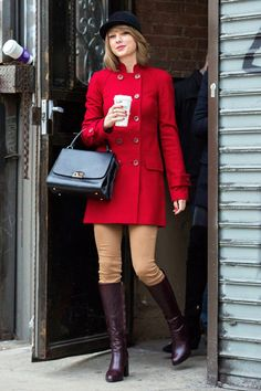 Somehow Taylor Swift's Street-Style Game Just Keeps Getting Better—Here's Proof Taylor Swift Street Style 2015 Estilo Taylor Swift, Taylor Swift Outfits, Taylor Swift Style, Taylor Swift Pictures, Taylor Alison Swift, Teen Vogue, Girly Girl, Estilo Lady Like, Looks Chic