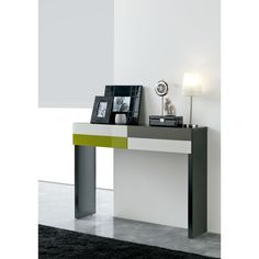 Clara Home Consola Temaa, para recibidores de diseño Consola de diseño Temaa de Clara Home. Con dos cajones frontales para guardar llaves o cartas. Amplia...