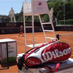 El Raquetero Wilson Tour Rojo para 15 Raquetas con forro Thermoguard y otro con Moistureguard para proteger tus raquetas de las temperaturas extremas. En #onlytenis #tenis 72€