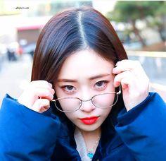 Look at me ♡Jiae♡ Lovelyz South Korean Girls, Korean Girl Groups, Lovelyz Jiae, Woollim Entertainment, First Girl, Debut Album