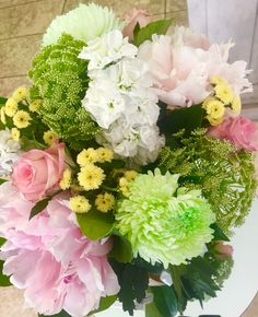 What a stunning mix of fresh blooms www.alyssiums.com
