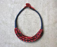 Collana 02 in tessuto realizzata con cravatte vintage di aBimBeri