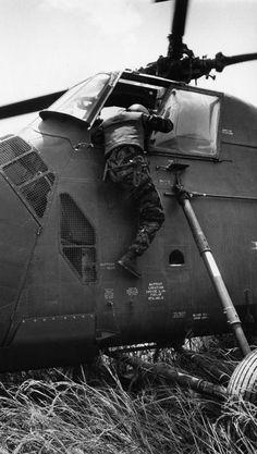 essay on the vietnam war memorial