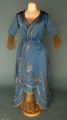 Evening Gown, Callot Soeurs (Paris): winter 1915-1916, silk faille embroidered in tinsel, lace and tulle modesty piece, tulle undersleeves and skirt front.
