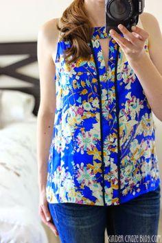 Blue keyhole floral print blouse