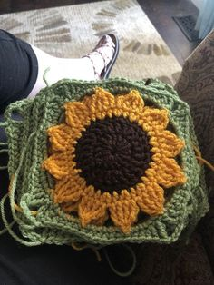 r/crochet - WIP-Sunflower blanket! Crochet Flower Patterns, Crochet Squares, Crochet Stitches Patterns, Crochet Granny, Crochet Blocks, Crochet Flowers, Blanket Crochet, Crochet Cross, Crochet Mandala
