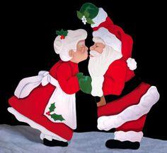 Christmas Kiss Woodcraft Pattern  Santa NEVER forgets the mistletoe! #diy #woodcraftpatterns