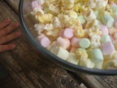 Popcorn - From Plain to Pizaz in 10 seconds - yummy marshmallows + popcorn = princess food.