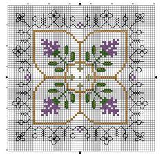 Biscornu fleuri couleur lavande - modèle fini dans points de croix