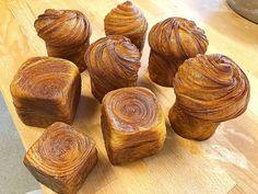 Le Croissant, Croissant Recipe, Cronut, Bake Croissants, Smiths Bakery, Eid Food, Rubik's Cube, A Table, Muffin