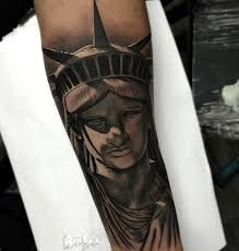 What does statue of liberty tattoo mean? We have statue of liberty tattoo ideas, designs, symbolism and we explain the meaning behind the tattoo. Forarm Tattoos, Hand Tattoos, Flag Tattoos, Chicano Tattoos, Tatoos, Unique Tattoos For Men, Tattoos For Guys, Tattoo Sleeve Designs, Sleeve Tattoos