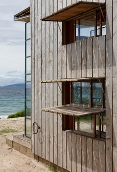 Tiny Beach House on Rails - Coromandel Peninsula, New Zealand on The Owner-Builder Network  http://theownerbuildernetwork.com.au/wp-content/blogs.dir/1/files/beach-house-on-rails/Extra-6.jpg