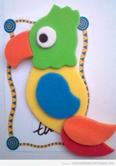 Manualidad en foamy, loro de goma eva Foam Sheet Crafts, Foam Crafts, Preschool Crafts, Diy And Crafts, Crafts For Kids, Ideas Aniversario, Le Zoo, Bird Crafts, Crafty Craft