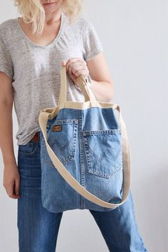 STUNNING denim crossybody or tote bag or handbag with vintage floral cotton lining + inside pockets + outside Jeans two Denim Tote Bags, Denim Purse, Diy Jeans, Recycle Jeans, Diy Wallet From Jeans, Artisanats Denim, Mochila Jeans, Jean Diy, Jean Purses