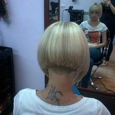 Short blonde graduated bob with heavy back, blunt fringe, and clippered nape Blunt Bob Hairstyles, Stacked Bob Hairstyles, Short Bob Haircuts, Hairstyles Haircuts, Bob Cut, Short Blonde, Blonde Bobs, Blonde Graduated Bob, Pixie Cuts
