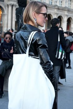 Paris March 2017 #pfw17 #parisfashionweek #streetstyle #lotd #ootd #fashionblogger #fashionweek #paris #blogger #topshop #balenciaga #mangobag #limiteedition
