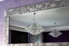 Reflejo en espejo de lámpara de cristal