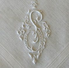 embroidered monogram on linen Embroidery Monogram, Embroidery Fonts, Embroidery Applique, Embroidery Patterns, Machine Embroidery, Monogram Alphabet, Monogram Fonts, Lesage, Vintage Monogram