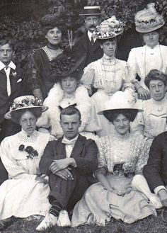 1900 turn of the century victorian/ edwardian fashion. Group picture.