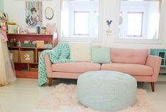 That fantastic pink sofa and the dreamy mint cableknit throw | Live Sweet's Dreamy Loft Space