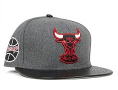 b209bfef90bf0 Chicago Bulls Leather Melt 59Fifty Fitted Baseball Cap by NEW ERA x NBA  Chicago Bulls Outfit