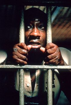 "Michael Clarke Duncan en ""La Milla Verde"", The Green Mile, 1999 Charlie Chaplin, Great Films, Good Movies, Movies Showing, Movies And Tv Shows, Love Movie, Movie Tv, Stephen King, Cinema Film"