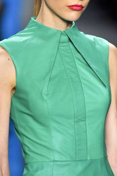 Couture details - Structured Fashion - line, angle & fold - green leather dress; close up fashion detail // Reem Acra Fashion Line, Fashion Details, New York Fashion, Look Fashion, High Fashion, Womens Fashion, Fashion Design, Fashion Trends, Latest Fashion