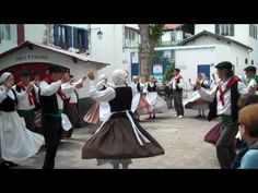 Basque Country Traditional Dance --▶ http://dl.dropbox.com/u/29788363/index.html