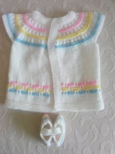 33 Knitting Baby Clothes Cardigan Vest Beanie Models - It's a Girl Baby Cardigan, Cardigan Bebe, Baby Pullover, Baby Sweater Knitting Pattern, Baby Knitting Patterns, Baby Outfits, Kids Outfits, Pull Bebe, Yarn Shop