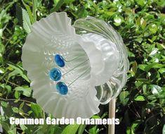 Glass Garden Flowers, Glass Plate Flowers, Glass Garden Art, Flower Plates, Glass Art, Cut Glass, Outdoor Crafts, Outdoor Art, Indoor Outdoor