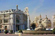 Plaza Cibeles, banco de España y edificio Metrópolis Madrid España.