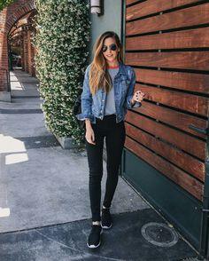 Jaqueta jeans, blusa cinza, look casual
